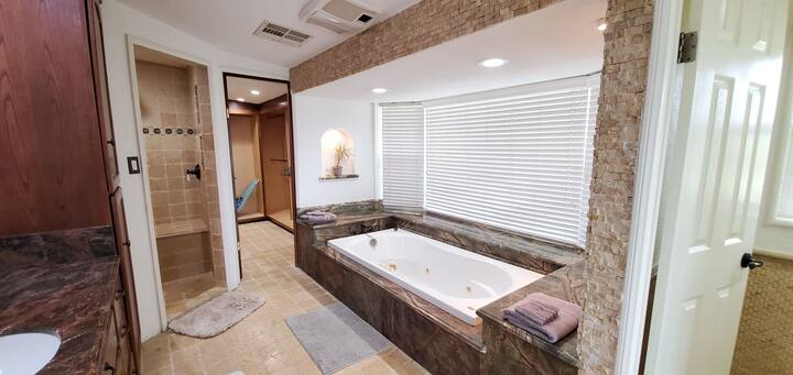 《 Paradise Suite》Jaccuzi | 2 Private Patios | View