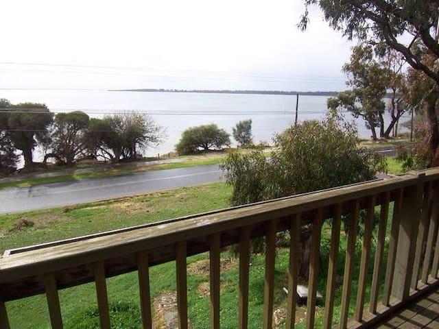 Escape on the estuary edge! - Dawesville - House