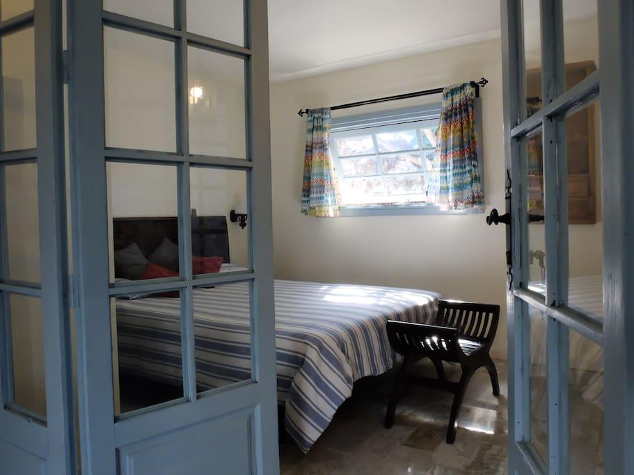 dormitorio con cama 150x200