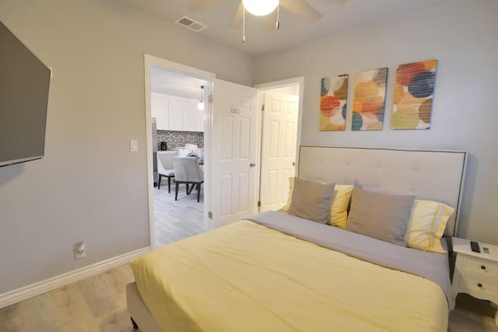 .Master Suite w/ Jacuzzi Walking Distance 2Disney.