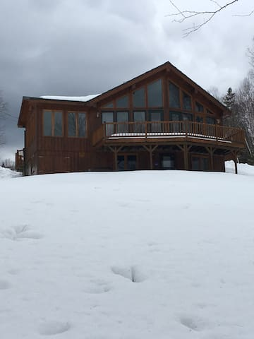 Quiet cabin style home on the miramichi river