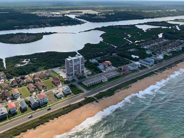 Comfy rare beach  and inter coastal front condo