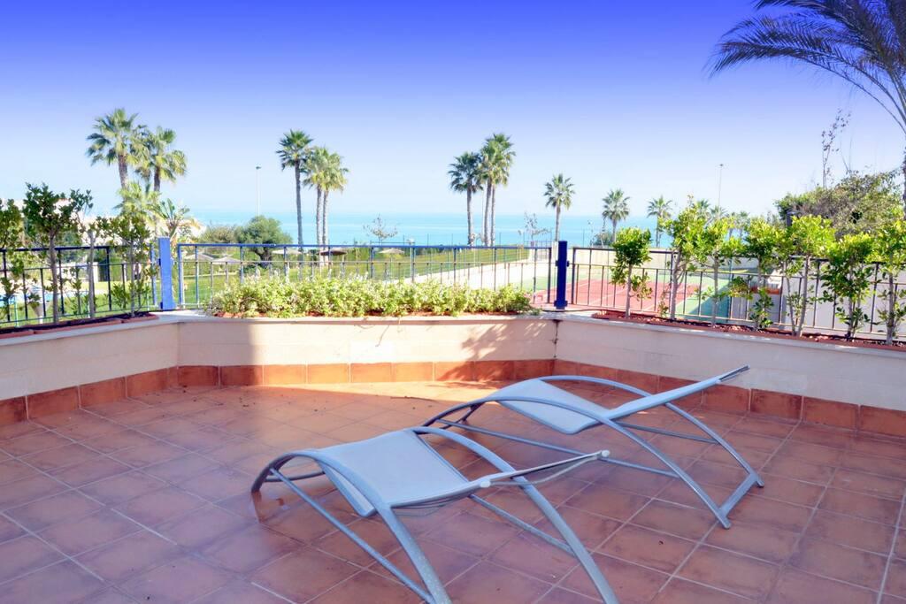 Apartamento junto a la playa apartments for rent in mil - Casas para alquilar en las mil palmeras ...