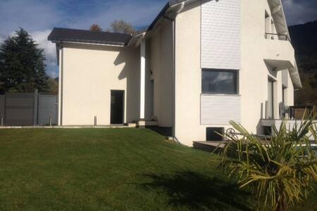 Location maison avec piscine - Vaulnaveys-le-Haut - Haus