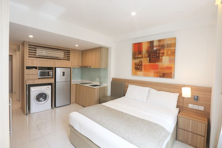 Serviced Luxury Compact Suite at City Fringe A01