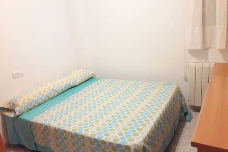 Habitacion en centro de Lleida capital