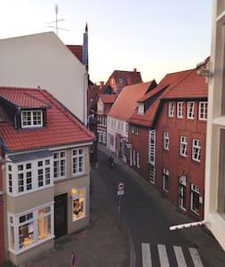 Zimmer im Herzen von Lüneburg - Lüneburg - Leilighet