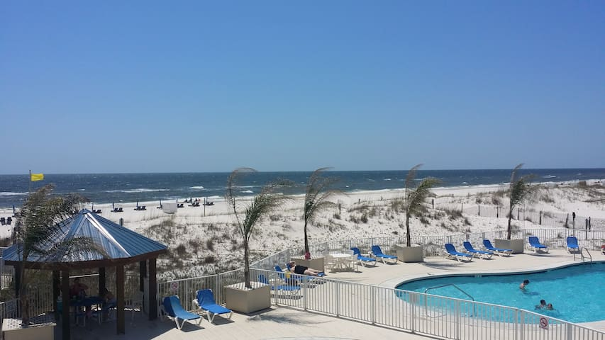 Newly Renovated Condo on the Beach 2 Bed/2 Bath - Orange Beach - Apto. en complejo residencial