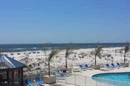 Newly Renovated Condo on the Beach 2 Bed/2 Bath - 奥兰治海滩(Orange Beach)