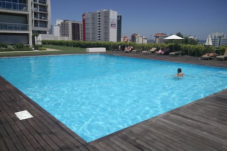 Metrocity Delight: pool, air-co, garage, lift, 2bd - Lisboa - Apartment