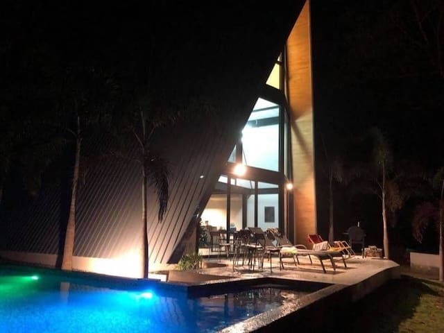 Triangle beachfront 4BR pool villa l 10+4pax -VVX1