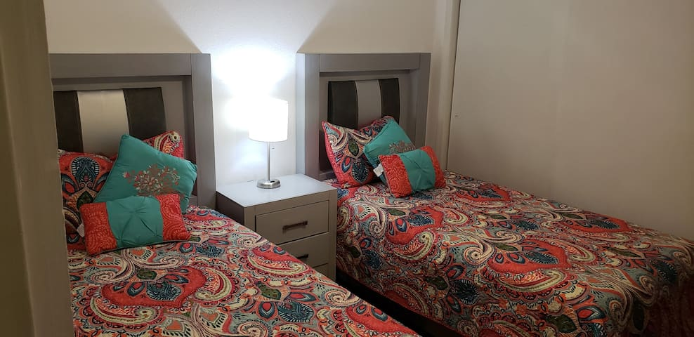 (14) 3rd bedroom 2 single beds