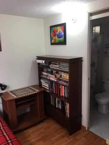 Habitación con baño privado, (aceptamos mascotas)