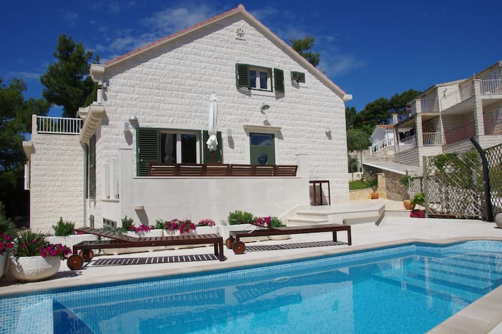 Nevista - Holiday home with that little extra!