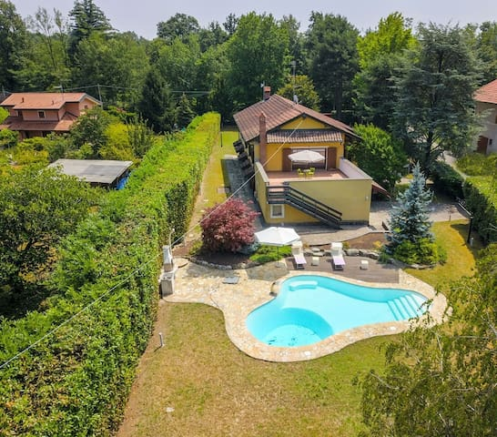 Golf Villa Cascina Cordona 1671 with pool and garden near Golf Club in Agrate Conturbia