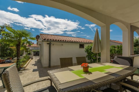 Apartments Cerovina / Apartment 5 minutes from beach and city, 2 persons