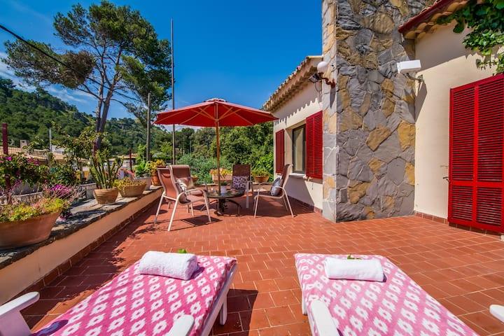 ☼ Bennassar - Artist house with garden and terrace