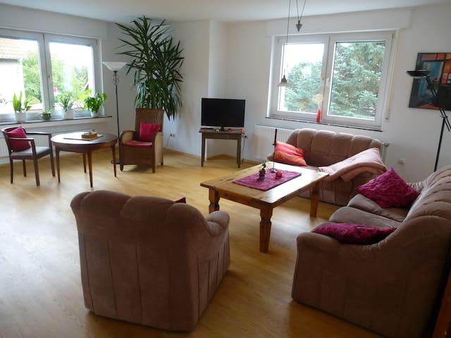 Großzügige Wohnung mit Balkon auf dem Land (80m²) - Despetal - Apartemen