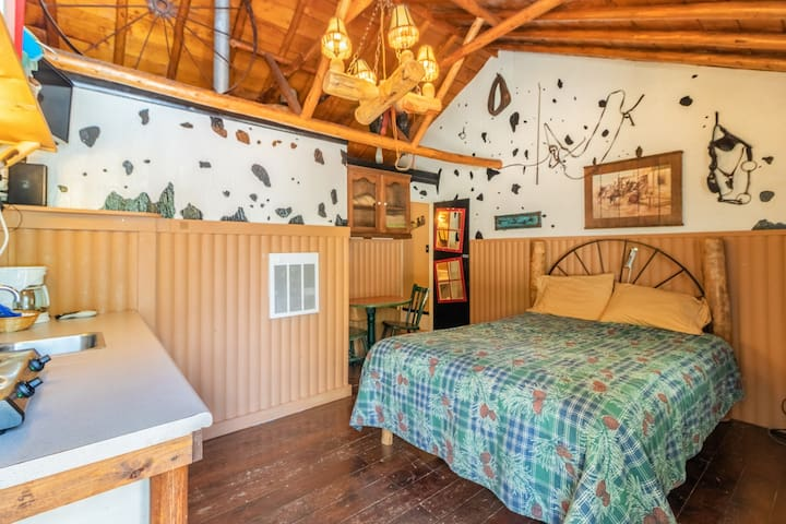 "NEW!! ""The Tack Room"" Cabin #3 @ MLL"