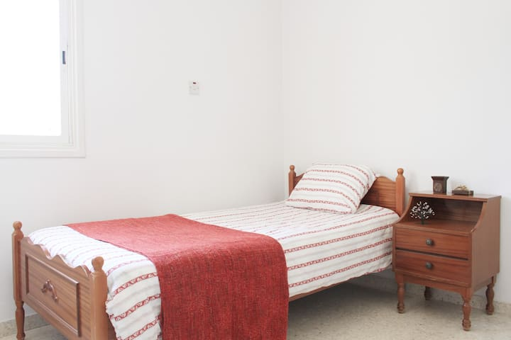 Single room in bargain price - IDEAL for students - Nicosia - Appartement