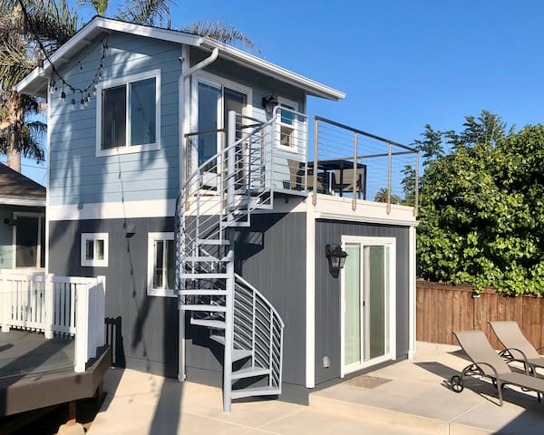 Tiny House with an Ocean View, Walkable to Beach