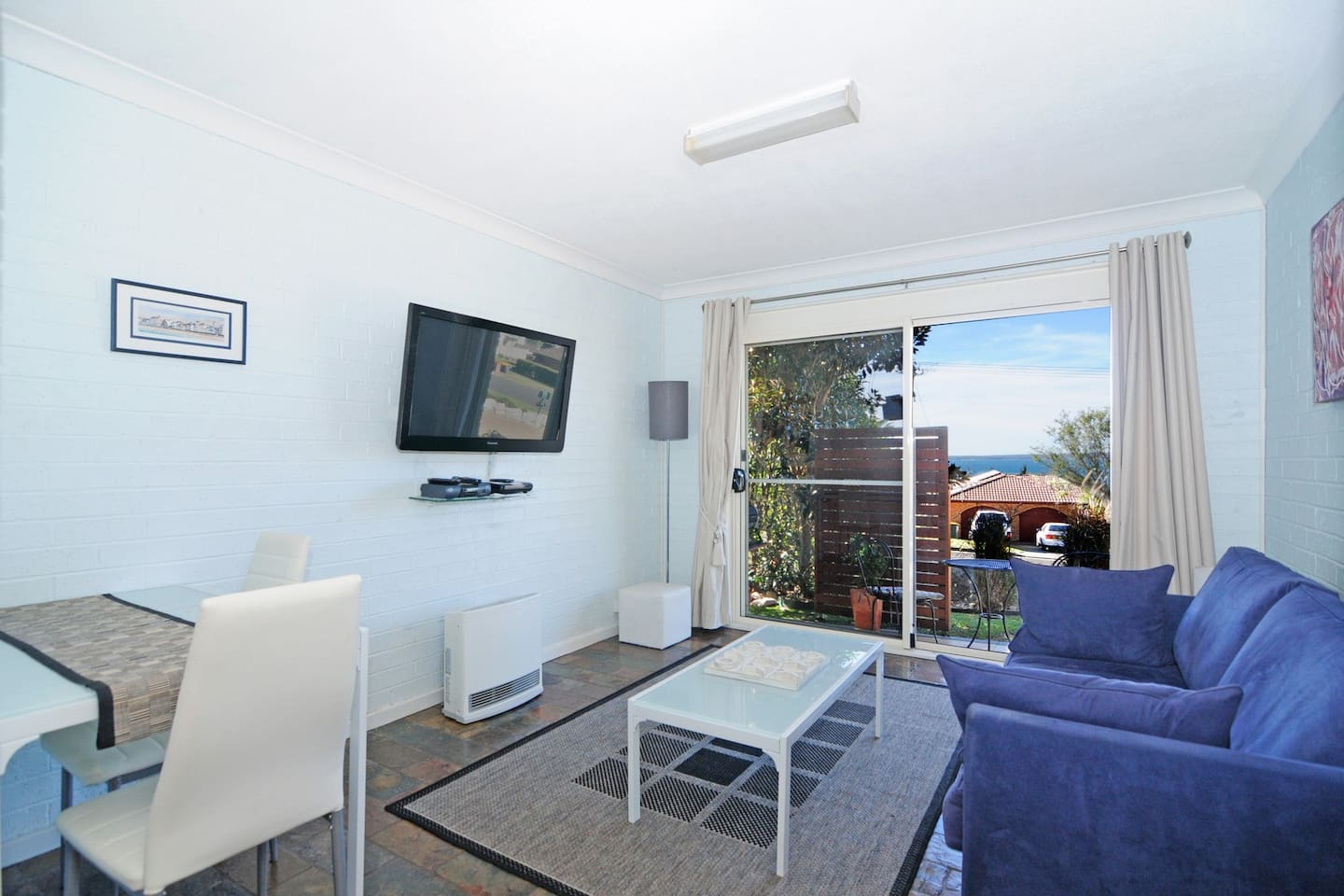 Modern, clean and relaxing with nice privacy for guests, and a large flat screen TV with Foxtel and DVD