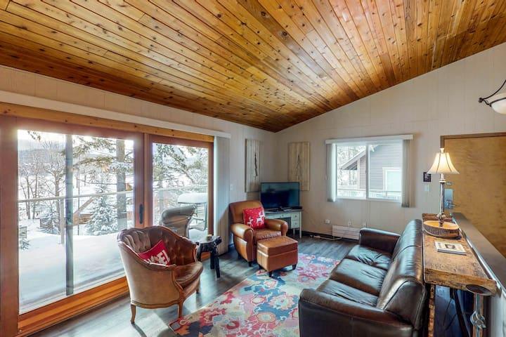 Beautiful home w/ deck, shared pool/hot tub & great lake views - beach nearby!