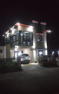 Tagaytay Suite 2