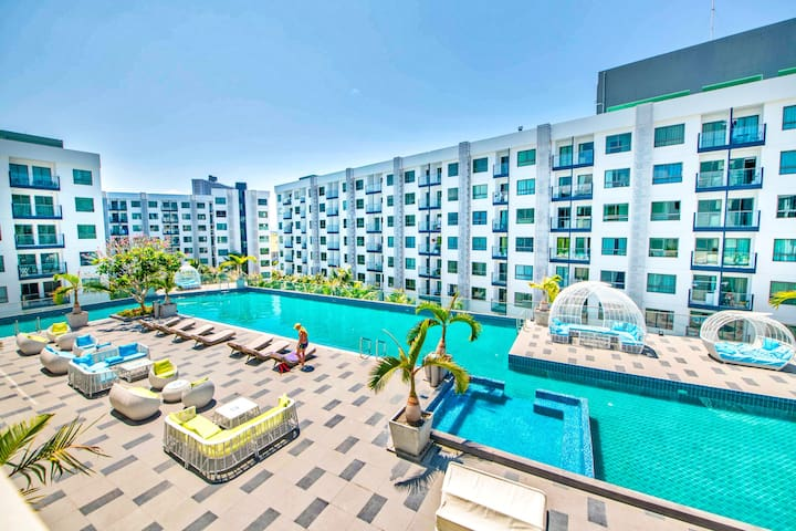 Explore Pattaya from a Pool View Cool Suite