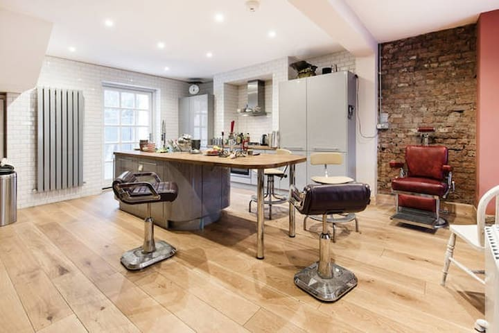 Stylish Room in Stunning Dalston house with garden