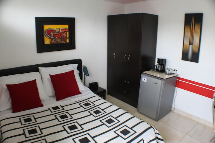 NEWLY REDESIGNED ROOM WITH OWN ENTRANCE (PRIVATE)