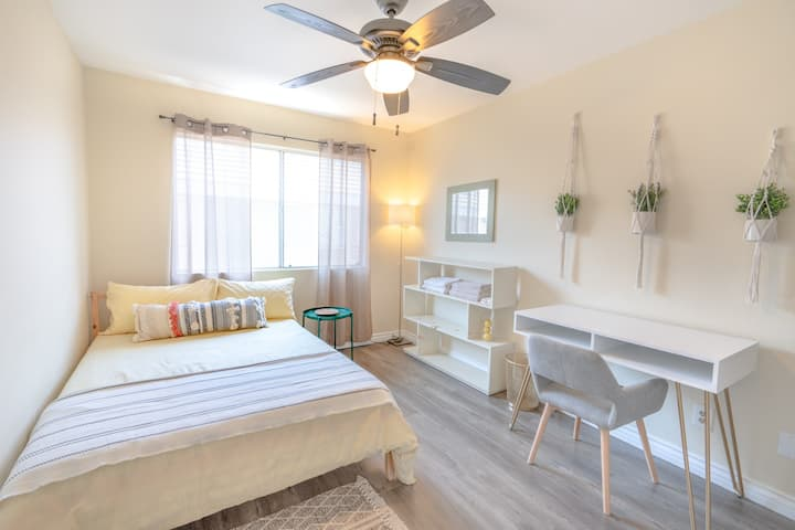 Beautiful Room in modern townhome