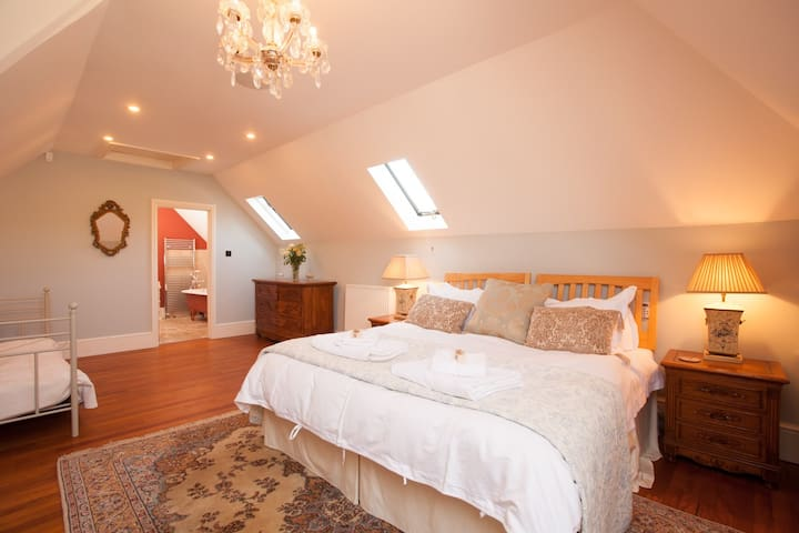The Stables: Master bedroom (French Rose Suite)  Super-king-size bedroom (+ single sofa bed) with stunning ensuite