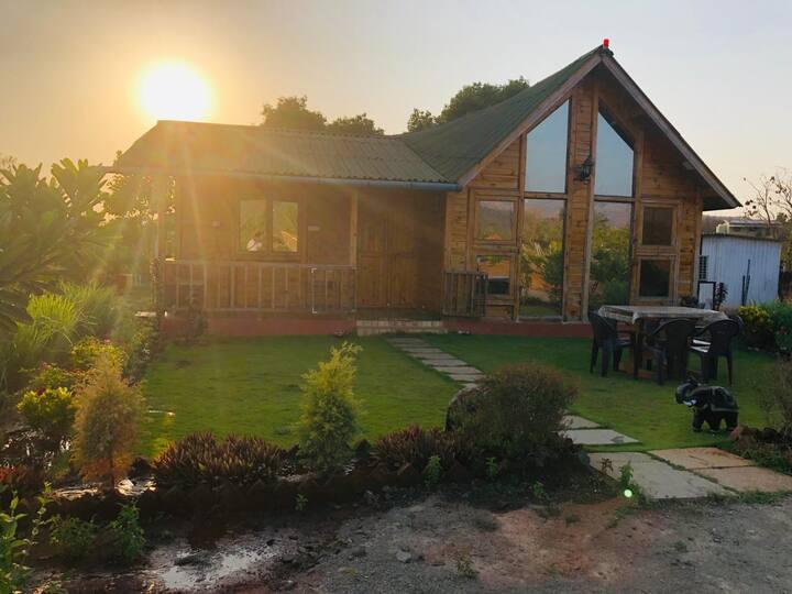 Tara Farms - Chalet with a Pool!