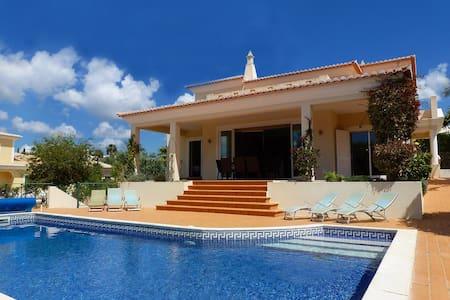 Villa Mar, Luxury, Modern Villa, 4 Bedrooms, Sleeps 8, Large Heated Pool & Table Tennis - Ferragudo