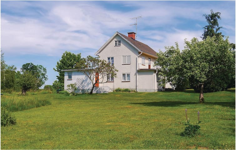 Holiday cottage with 3 bedrooms on 110 m² in Mörlunda