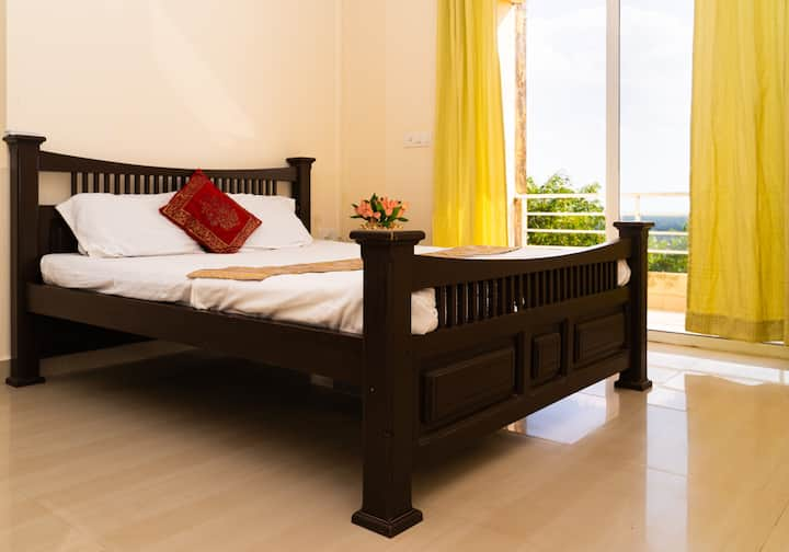 """Splendid 3 BHk Apartments with Pool & Seaview!"""