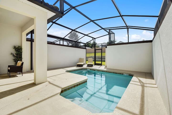 You and your family can make hundreds of happy memories on vacation when you spend time having fun in this crystal clear plunge pool or just soaking up the sun on the cushioned deck loungers.
