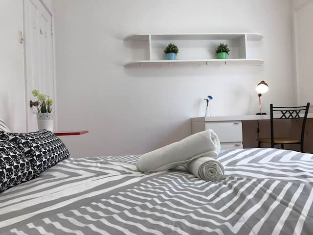 Relaxing Couples Room with Ensuite and AC - North Ryde - Rumah