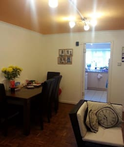 Fully furnished cozy 2 bed GF flat in a quiet area - Hounslow