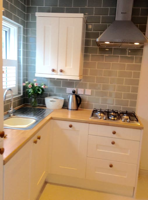 Lovely cosy kitchen includes  intergrated dishwasher