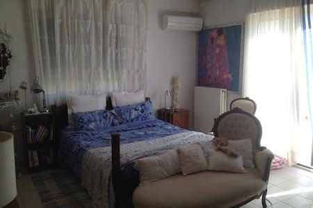 Private Room in a Villa - 2 min drive to the beach - Vari