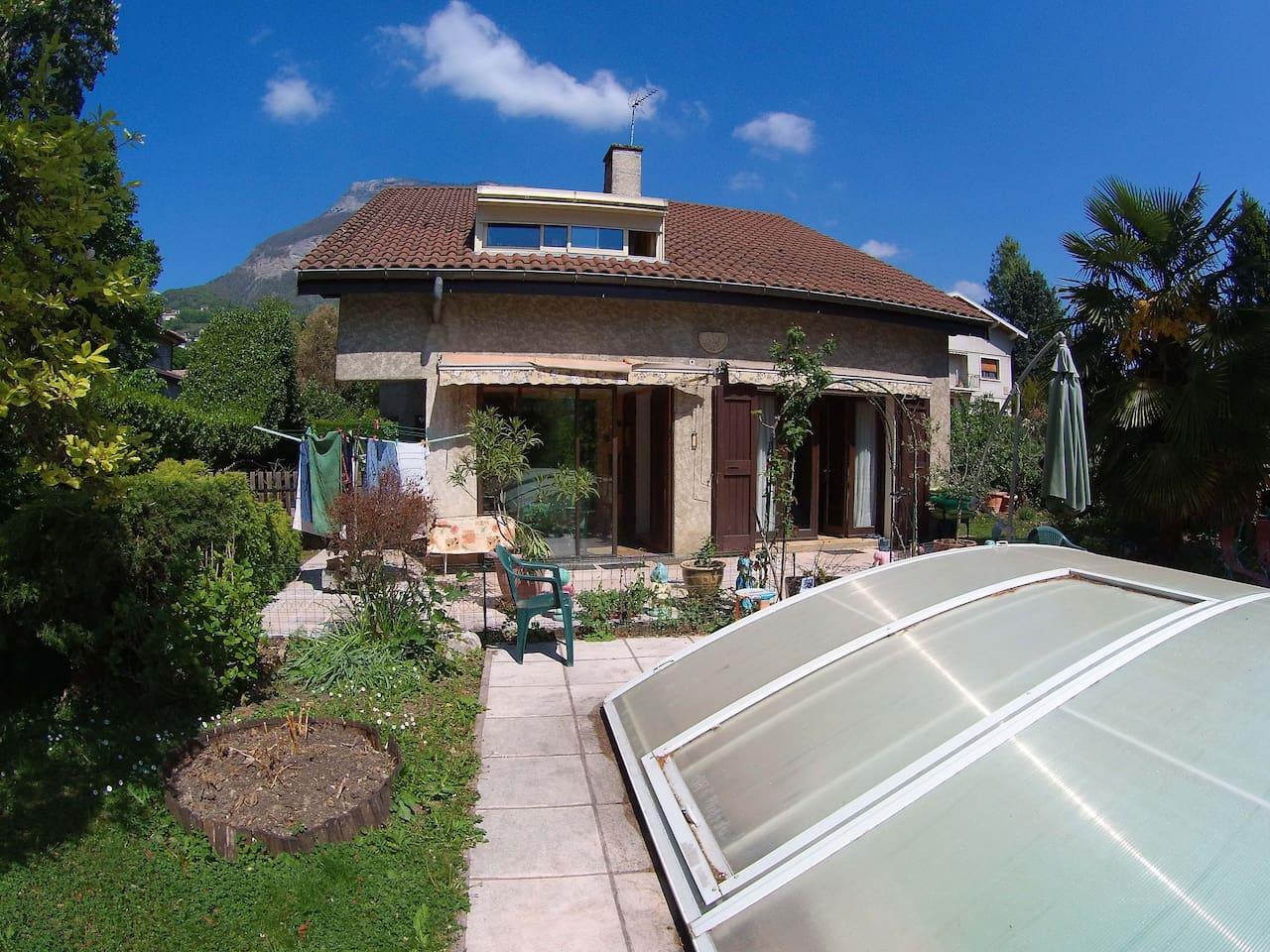 Villa , dans un cadre paisible , entourée de verdure à 10 mn du centre de Grenoble