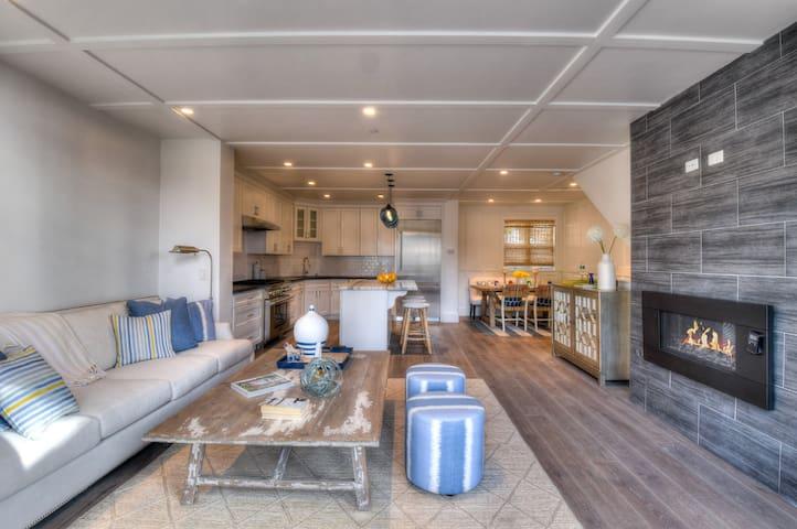 Tahoe Beachfront Getaway - STUNNING NEW HOME Deck w/ Lake View & Luxurious Kitchen