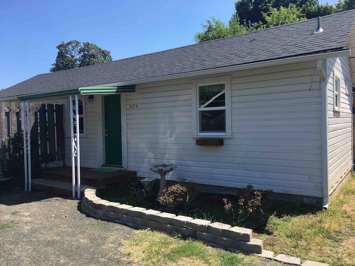 Private Guesthouse 1BR Springfield Historic Dist.