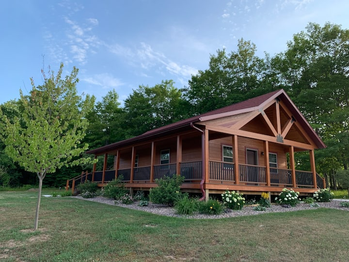 Pictured Rocks Cabins (Superior King Suite)