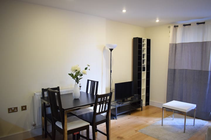 Modern 2-Bed Apartment Close to Canary Wharf
