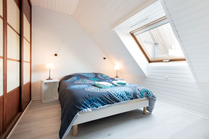 bel appartement vue mer appartements louer la rochelle aquitaine limousin poitou. Black Bedroom Furniture Sets. Home Design Ideas