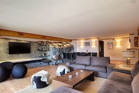 3 bedrooms, near center, terrasse, Wifi, equiped kitchen