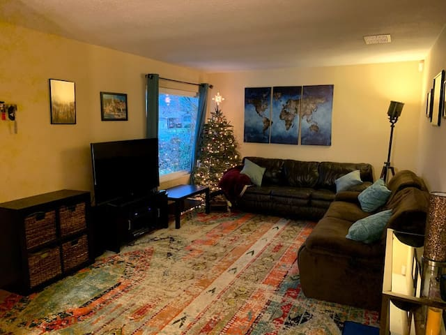 Private room in beautiful Fremont home!
